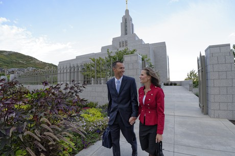 couple with temple in backgrouond
