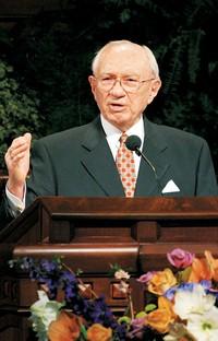 President Hinckley at pulpit