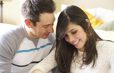 couple doing a puzzle