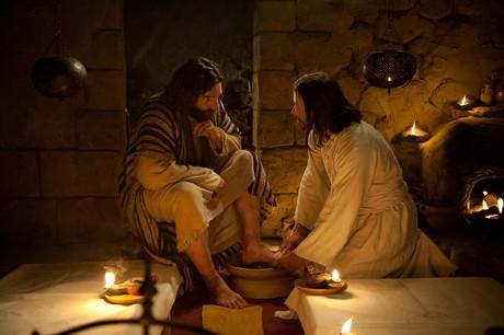 Cristo lava los pies de los apóstoles