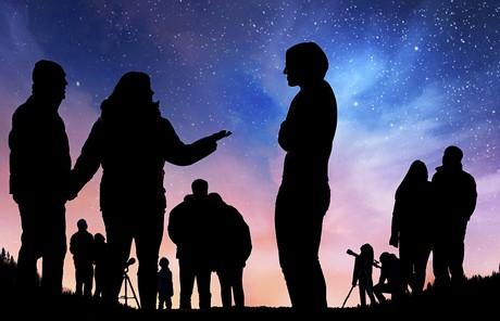 people stargazing