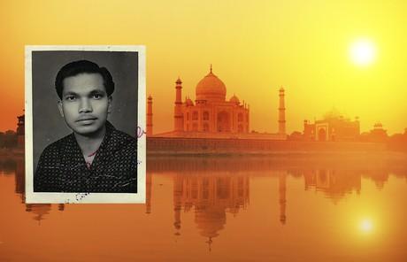 Mangal Dan Dipty, with Taj Mahal in background