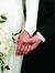 mãos de um casal de noivos