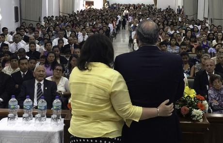Élder Rasband e sua esposa na América do Sul