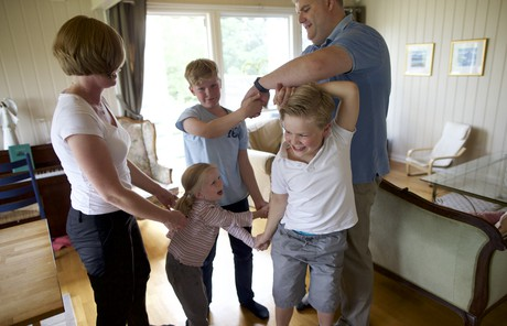 playing family knot