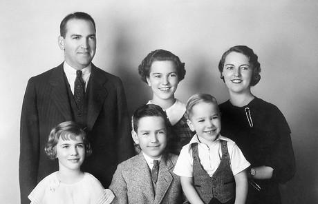 年輕的納爾遜會長家庭
