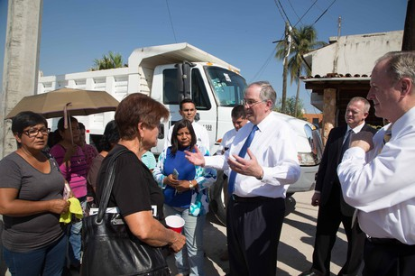 Elder Neil L. Andersen visiting people in Mexico