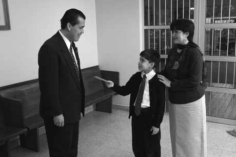 child paying tithing