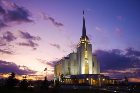Templo de Rexburg Idaho à noite
