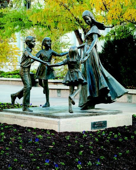 Monument to Women Memorial Garden